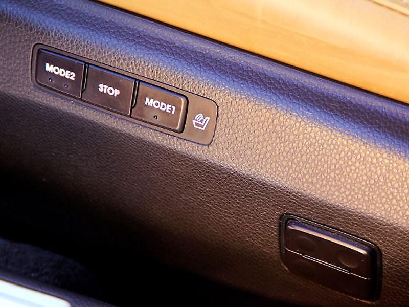 Hyundai Grandeur 2012 клавиши на двери