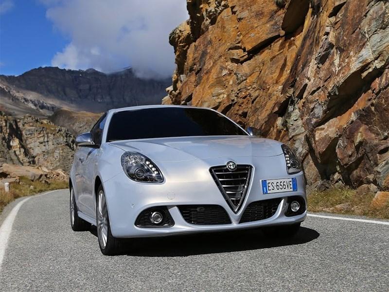 Alfa Romeo Giulietta 2014 вид спереди фото 5
