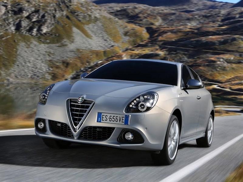 Alfa Romeo Giulietta 2014 вид спереди фото 6