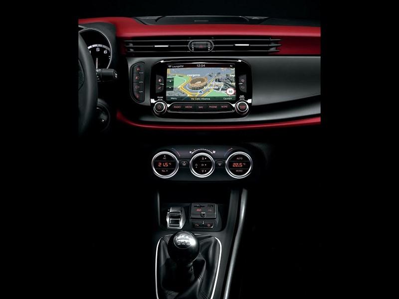 Alfa Romeo Giulietta 2014 салон фото 2