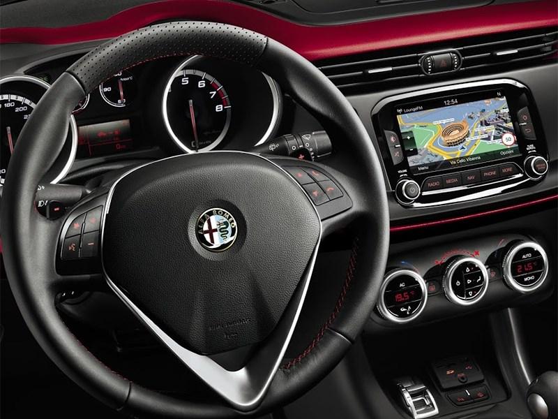 Alfa Romeo Giulietta 2014 водительское место фото 2