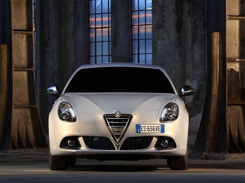 Alfa Romeo Giulietta 2014 вид спереди фото 3