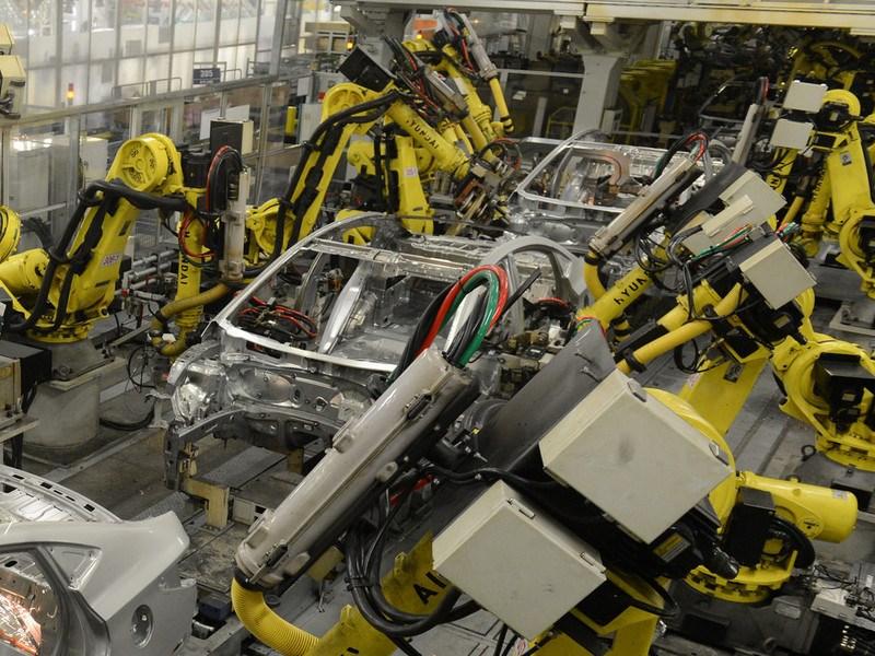 Производство легковых авто в Российской Федерации упало на11 пунктов за10 месяцев