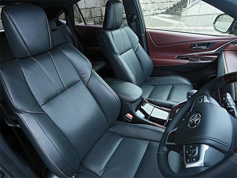 Toyota Harrier 2014 передние кресла