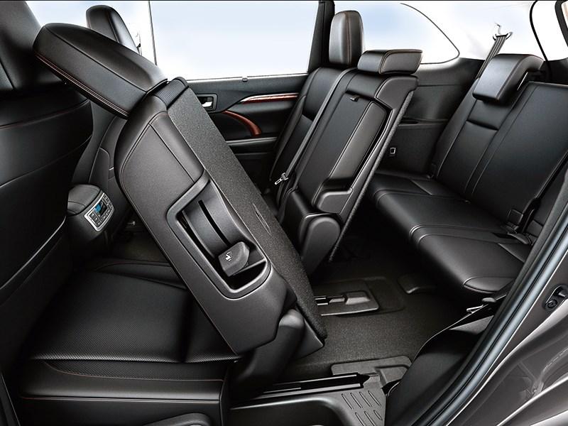 Toyota Highlander 2013 сиденья второго и третьего ряда