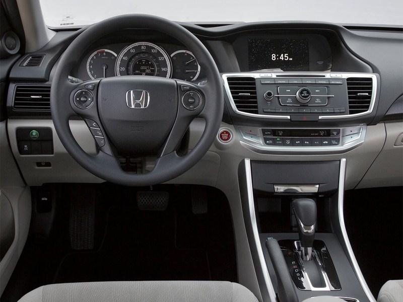 Honda Accord 2013 водительское место