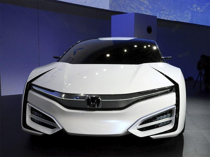 Honda FCEV 2013 вид спереди фото 3