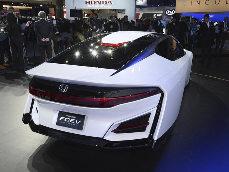 Honda FCEV 2013 вид сзади