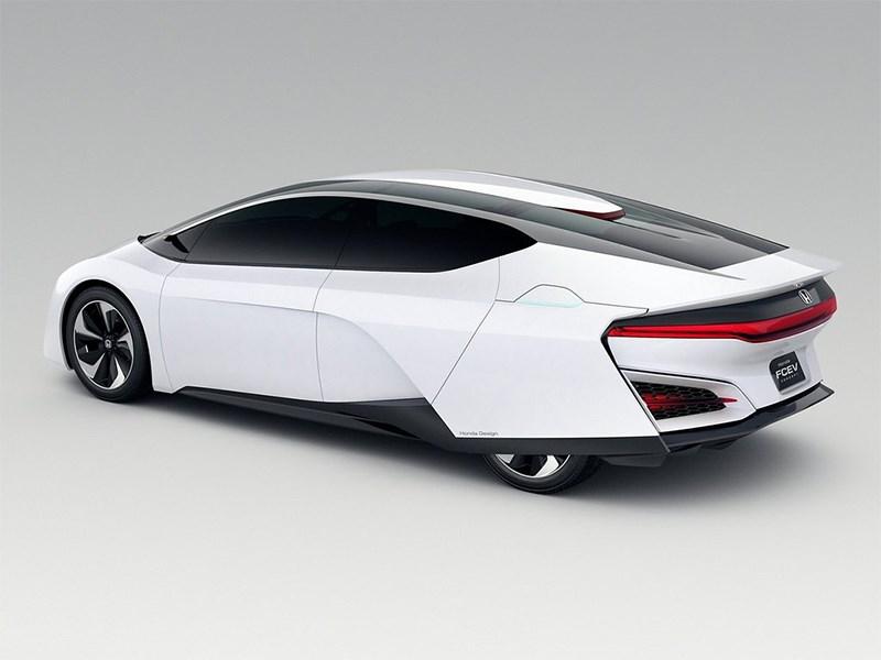 Honda FCEV 2013 вид сбоку сзади