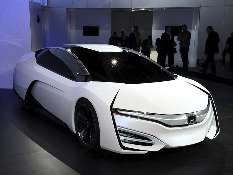 Honda FCEV 2013 вид спереди