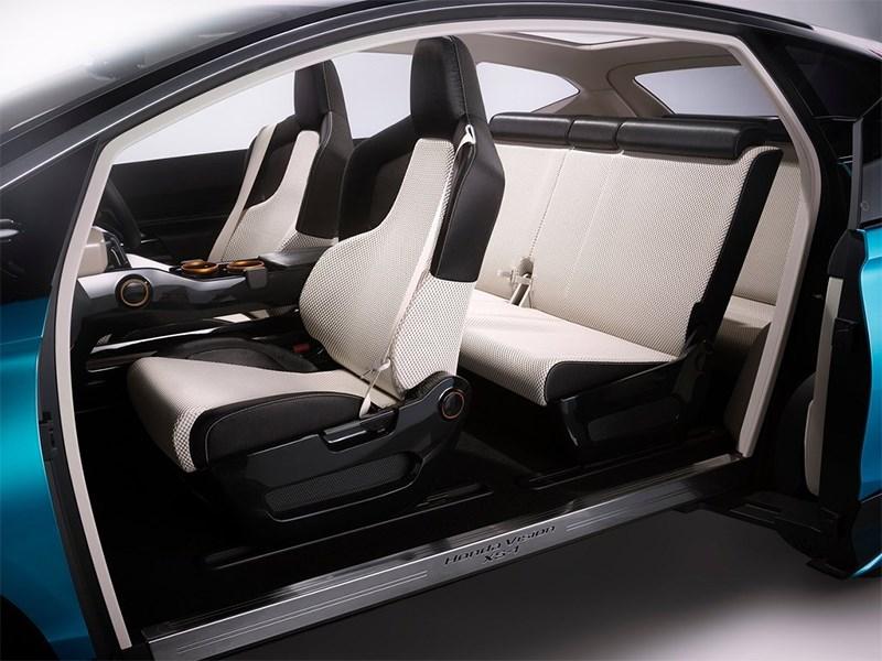 Honda Vision XS-1 2014 передние кресла и задний диван