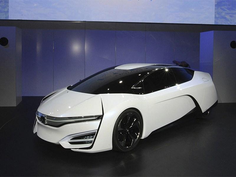 Honda FCEV 2013 вид спереди фото 2