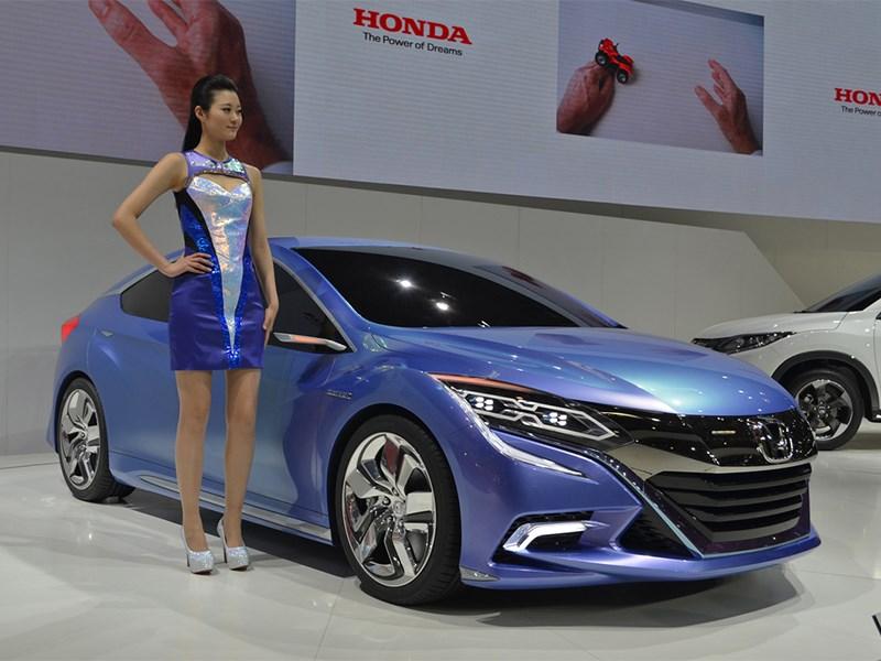 Honda B Concept 2014 вид спереди сбоку