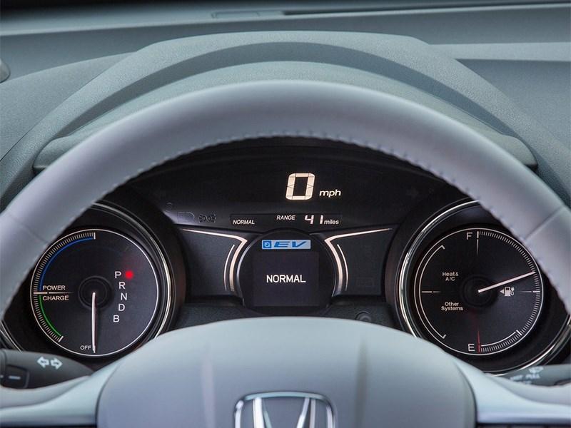 Honda Fit EV 2013 приборная панель
