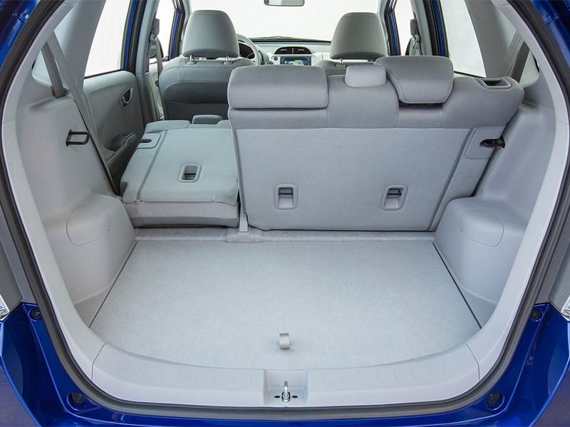 Honda Fit EV 2013 багажное отделение 1