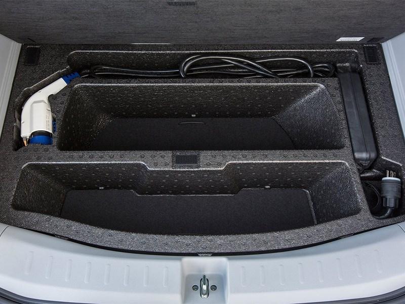 Honda Fit EV 2013 багажное отделение 2