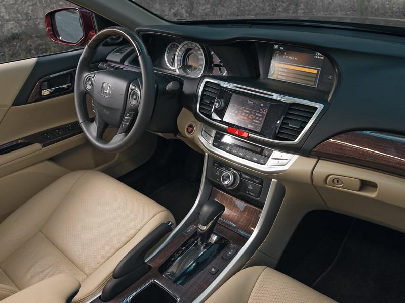Honda Accord 2003 водительское место