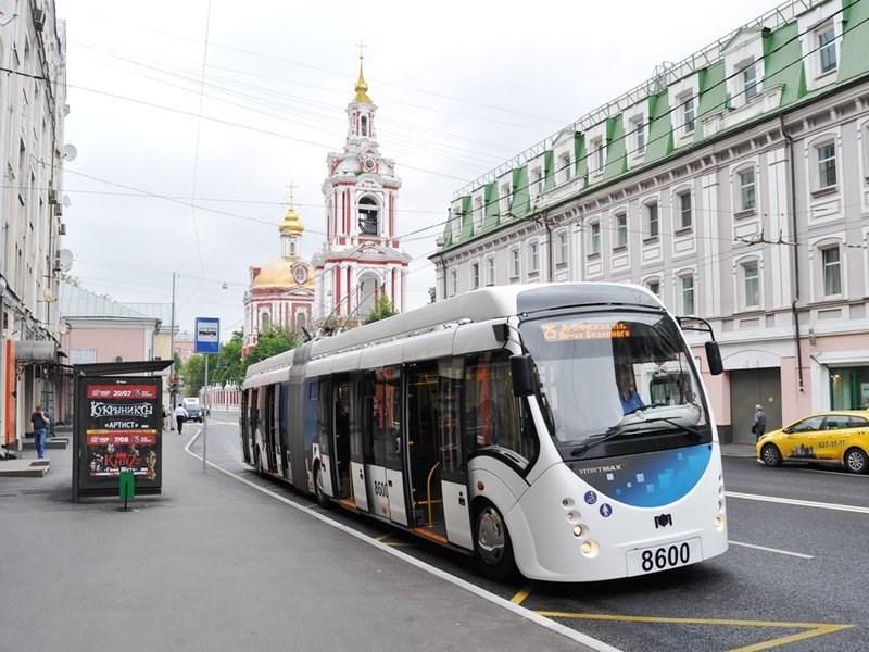 По Москве начал курсировать первый гибридный троллейбус