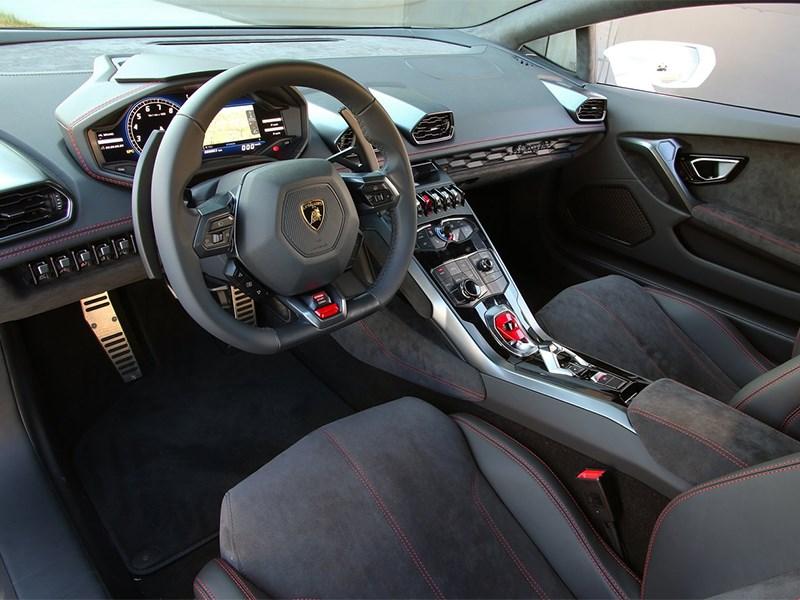 Lamborghini Huracan LP 610-4 2014 водительское место