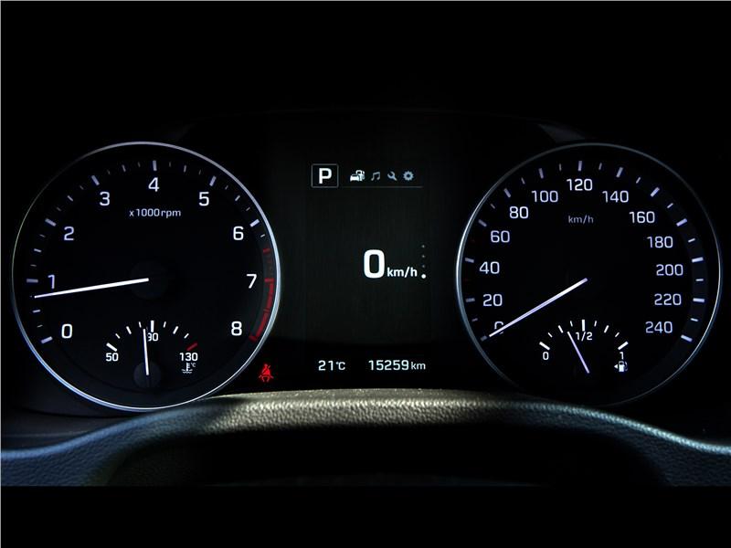 Hyundai Elantra 2017 приборная панель