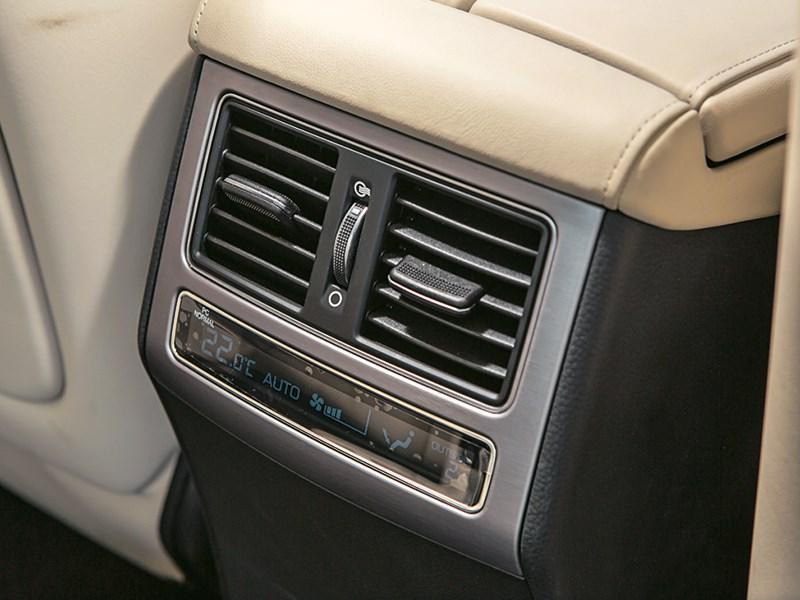 Hyundai Equus Limousine 2013 интерьер фото 7