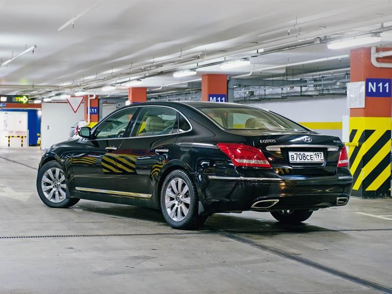 Hyundai Equus 2011 вид сзади