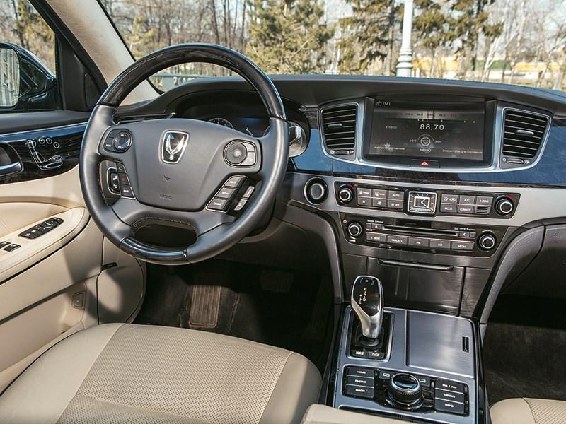 Hyundai Equus Limousine 2013 водительское место