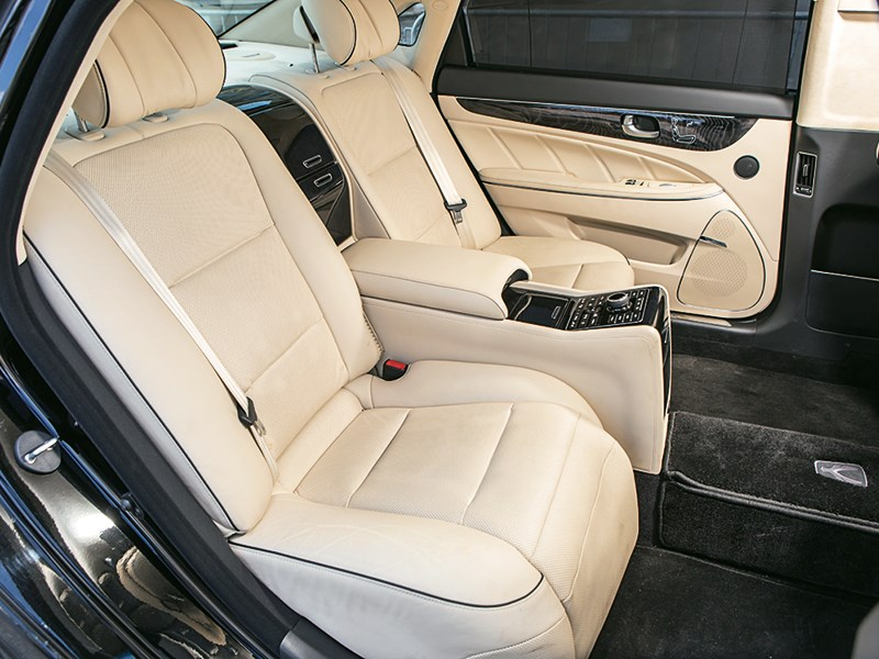 Hyundai Equus Limousine 2013 интерьер фото 3