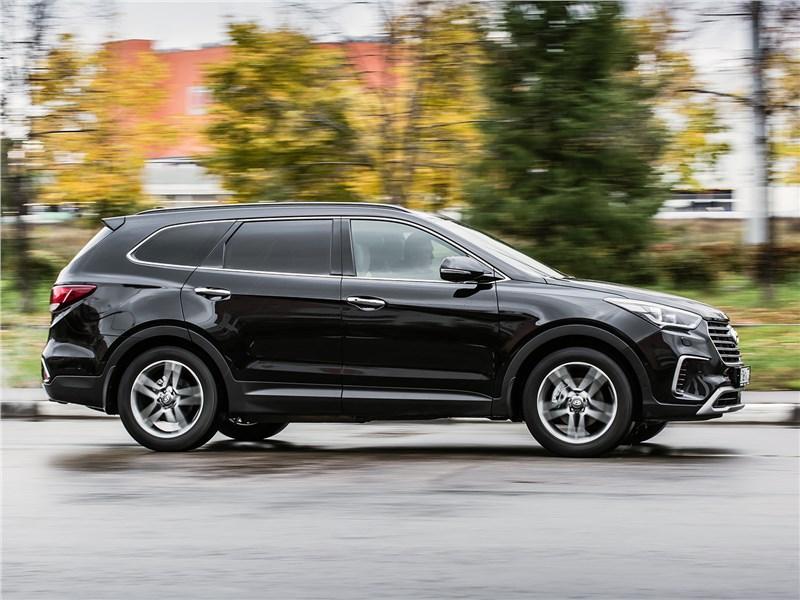 Hyundai Grand Santa Fe 2016 вид сбоку