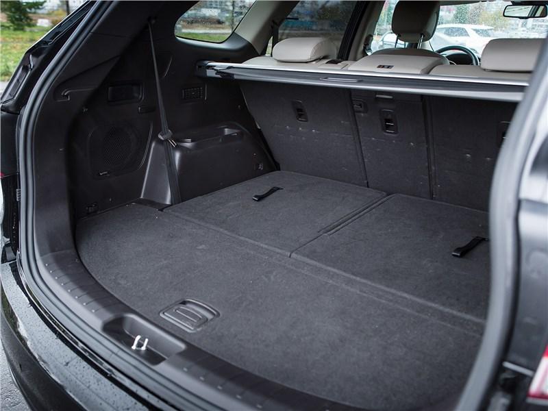 Hyundai Grand Santa Fe 2016 багажное отделение