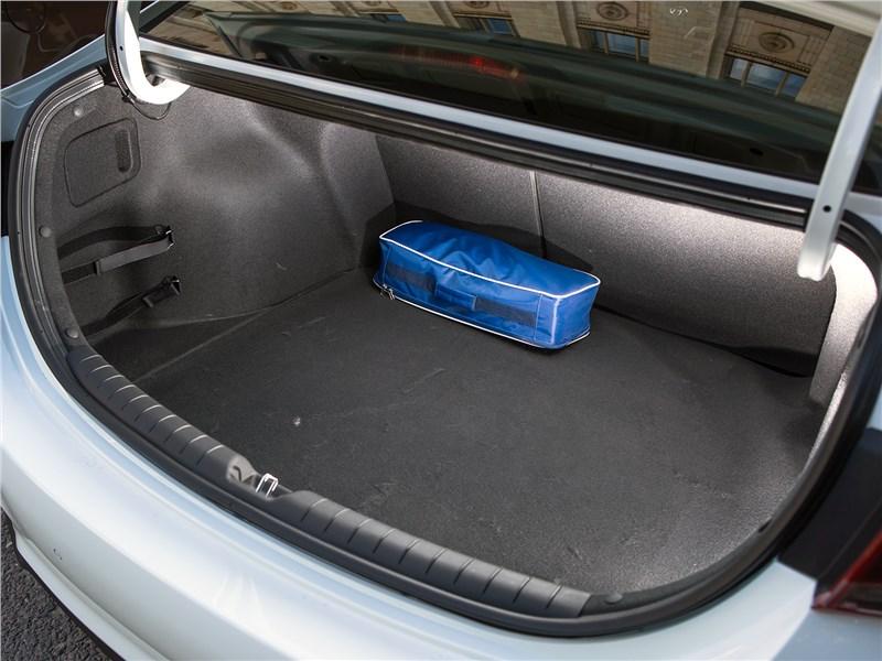 Hyundai Solaris 2017 багажное отделение