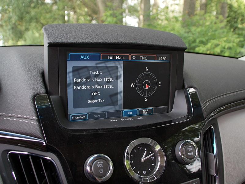 Cadillac CTS-V 2009 экран мультимедиасистемы
