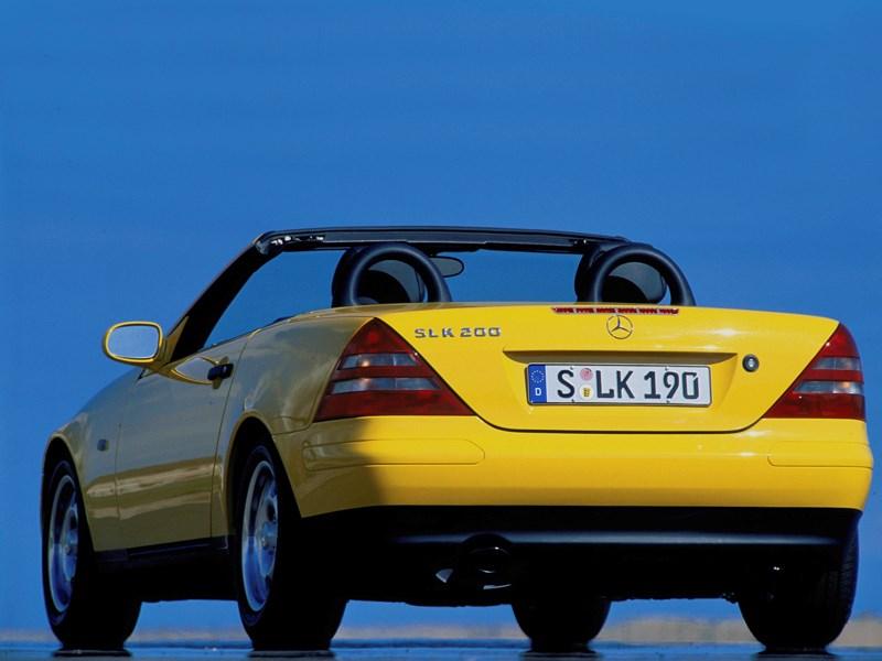 Родстер Mercedes-Benz SLK вид сзади с открытой крышей