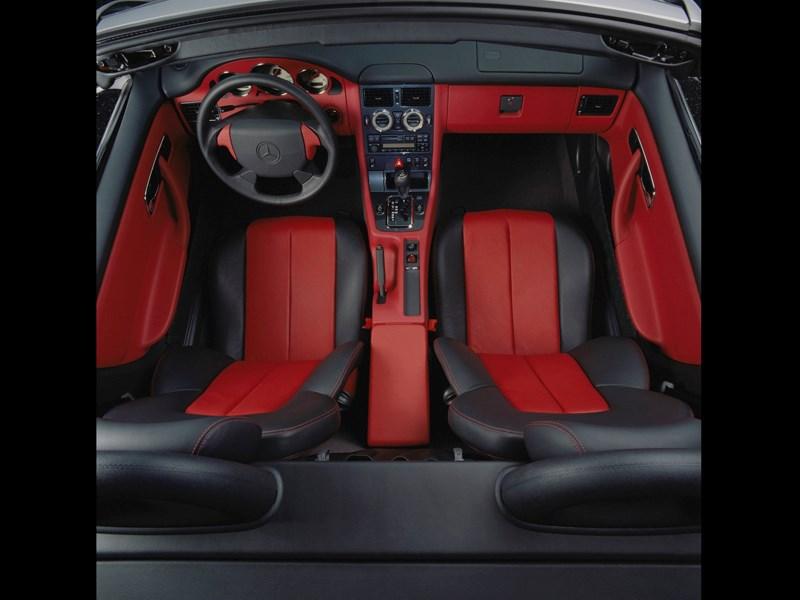 Кокпит родстера Mercedes-Benz SLK первого поколения вид сверху