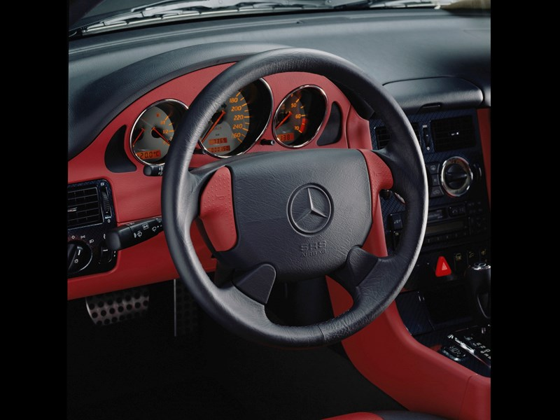 Приборы и органы управления родстера Mercedes-Benz SLK первого поколения