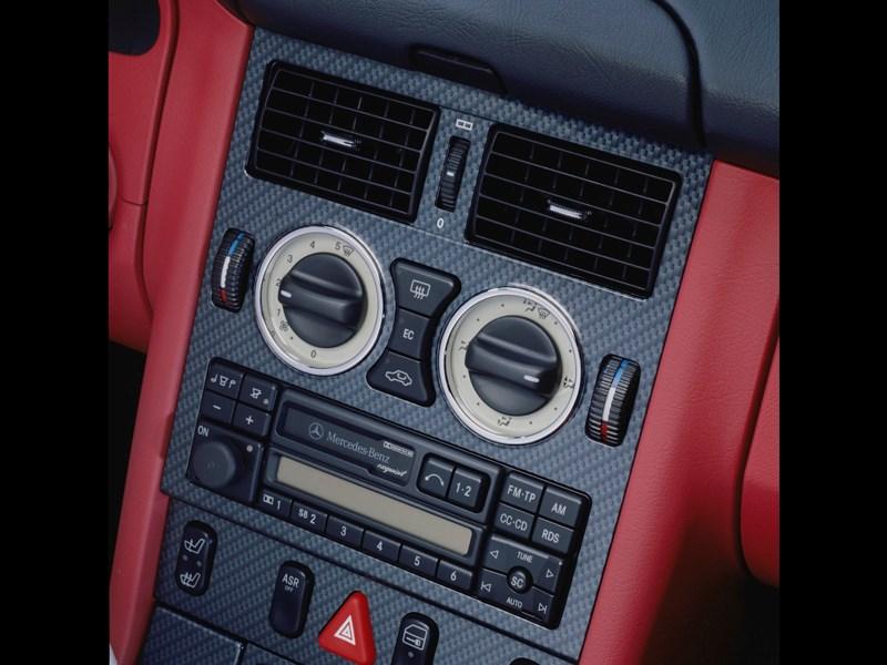 Органы управления аудиосистемой и климатом на Mercedes-Benz SLK первого поколения