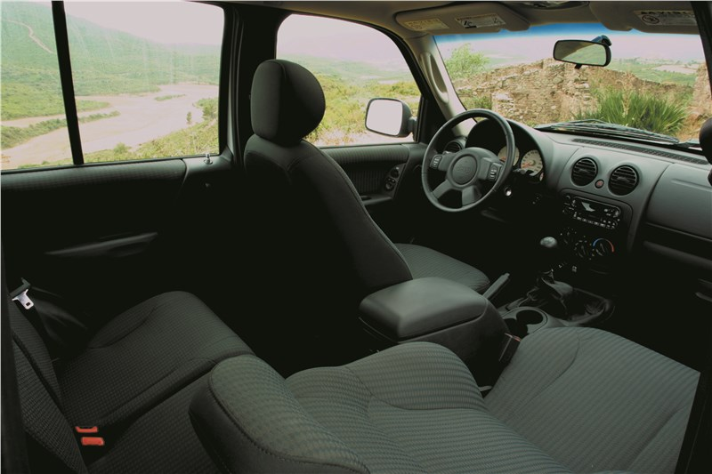 Jeep Cherokee 2001 версия с темным салоном