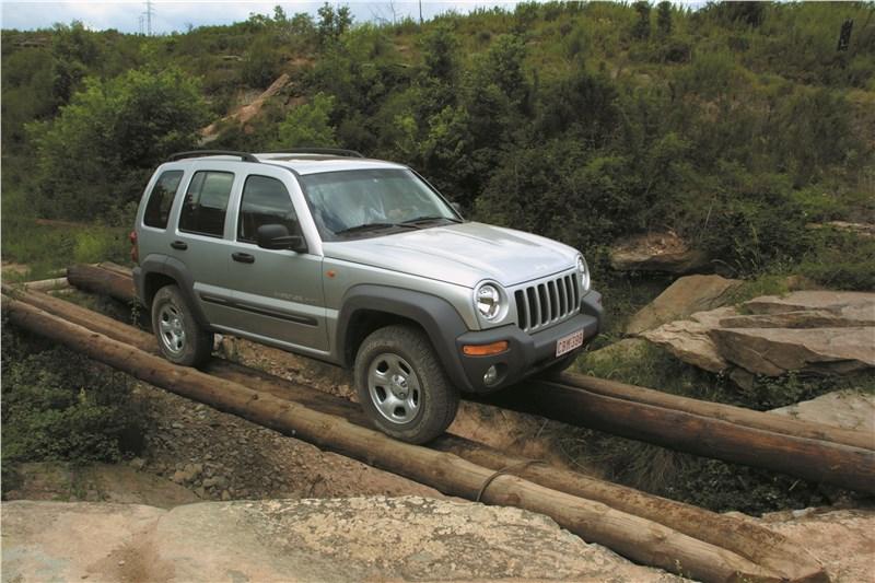 Jeep Cherokee 2001 преодоление импровизированного моста