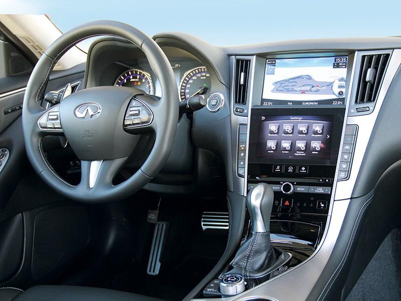 Infiniti Q50 2013 водительское место