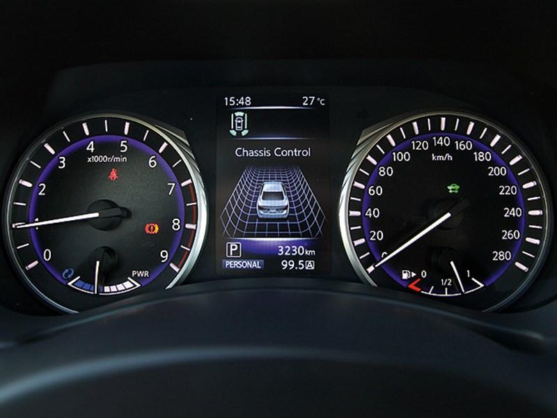 Infiniti Q50 2013 приборная панель