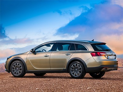 Opel Insignia Country Tourer 2014 вид сбоку