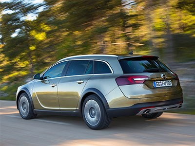 Opel Insignia Country Tourer 2014 вид сзади