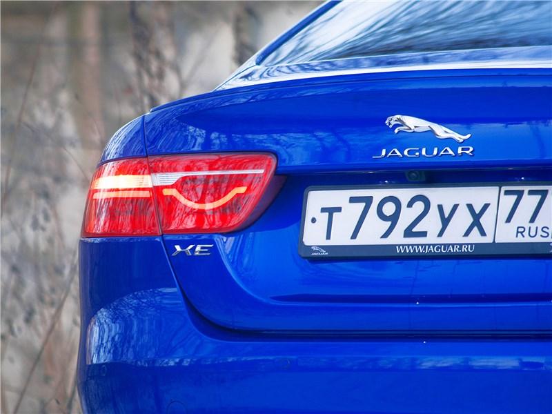 Jaguar XE 2017 задняя фара
