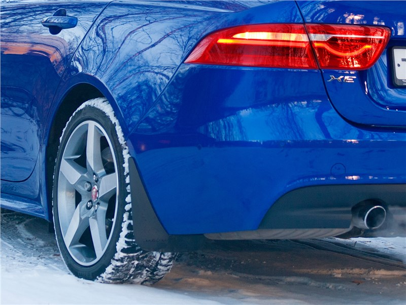 Jaguar XE 2017 заднее колесо