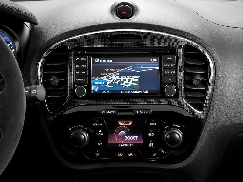 Nissan Juke Nismo RS 2014 центральная консоль