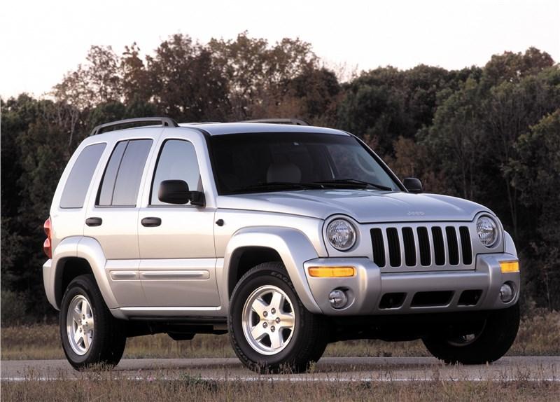 Jeep Cherokee 2001 на асфальте в статике