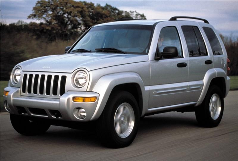 Jeep Cherokee 2001 на асфальте в динамике