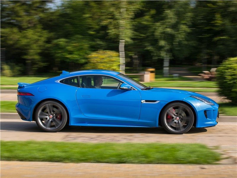 Jaguar F-Type S AWD Coupe 2016 вид сбоку