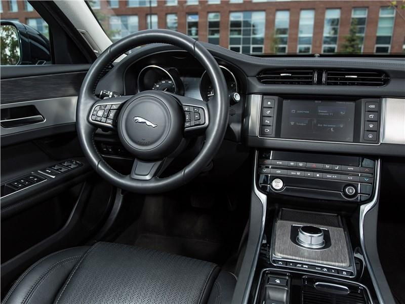 Jaguar XF 2.0 D 2016 салон