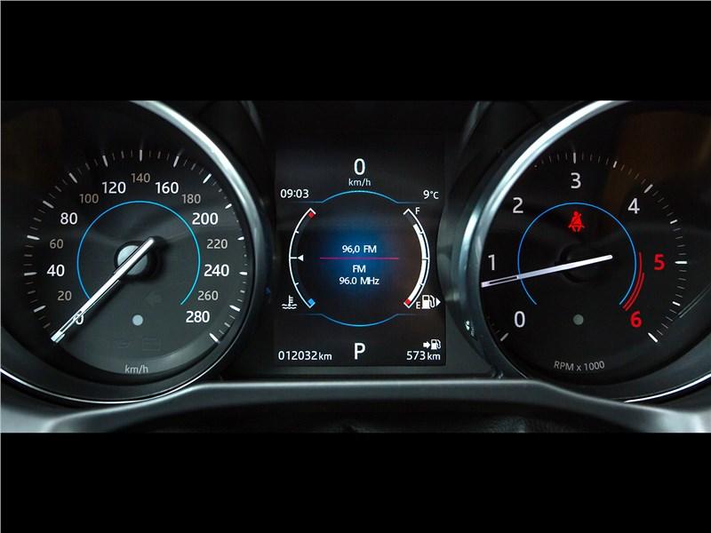 Jaguar XF 2.0 D 2016 приборная панель